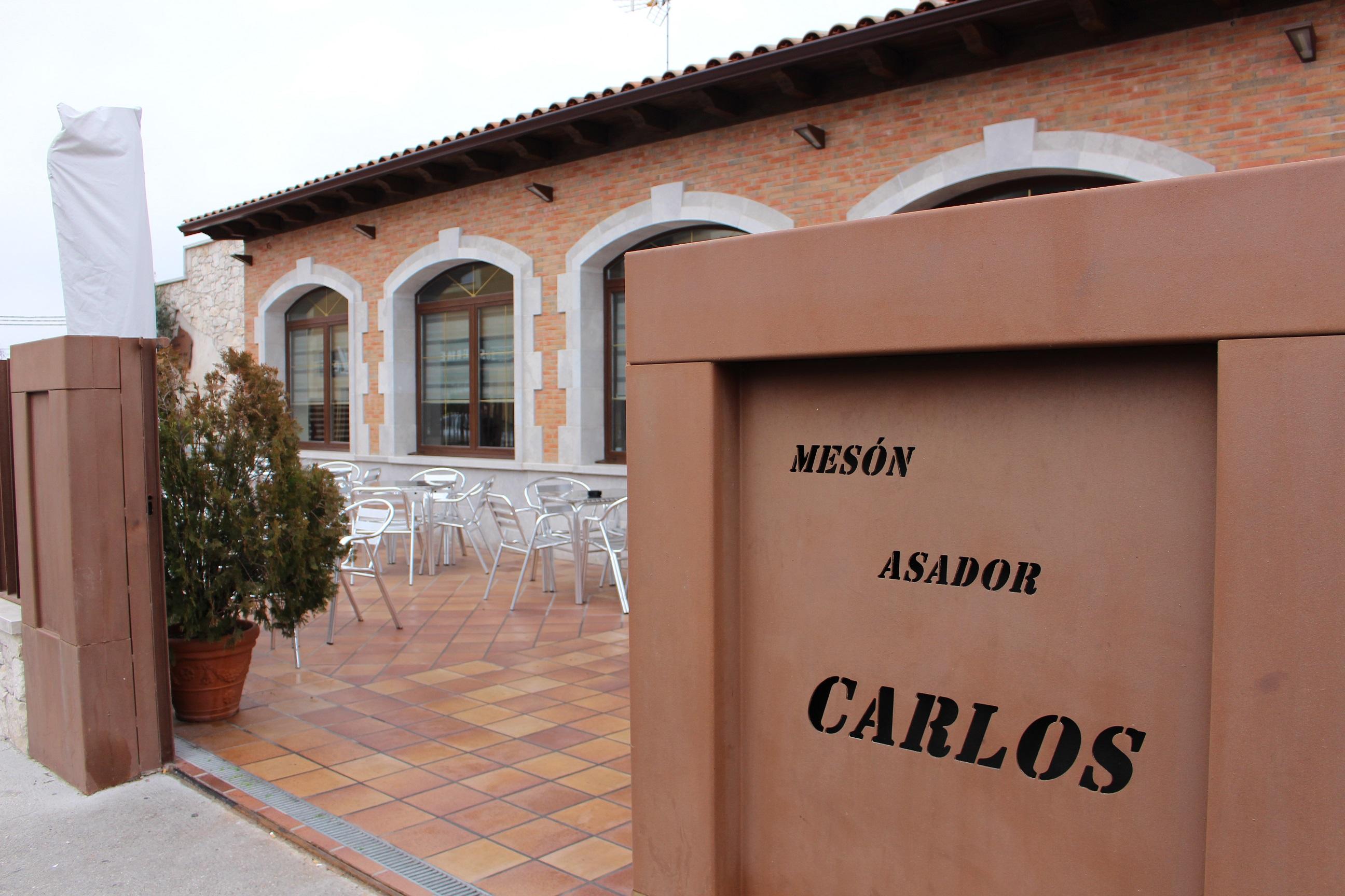 una larga tradición pinchos de lechazo en mesón asador Carlos en Traspinedo Valladolid